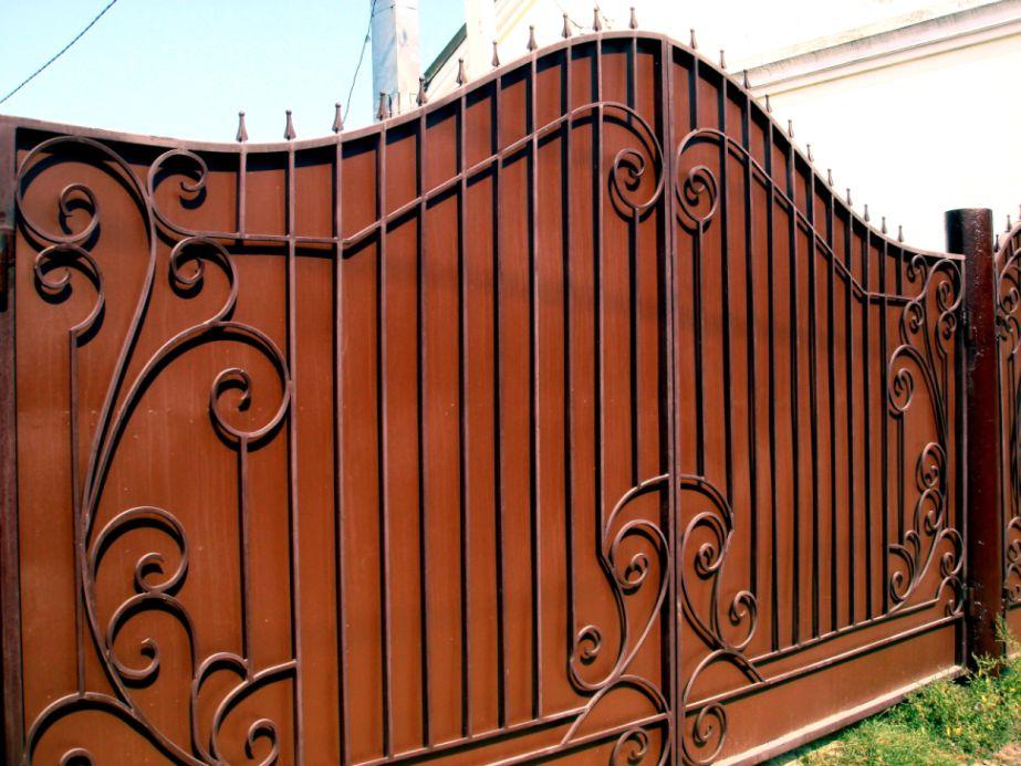 Ворота  с декоративной отделкой