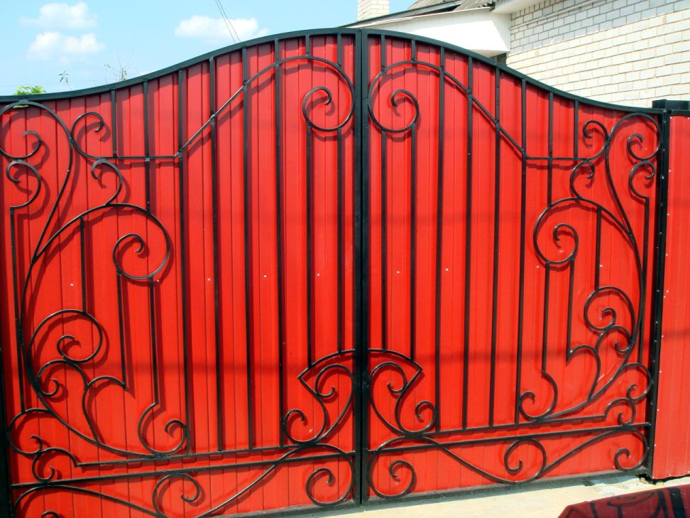 Ворота  с элементами    декора